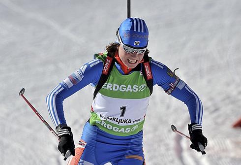 Светлана СЛЕПЦОВА одерживает победу в гонке преследования на этапе Кубка мира-2009/10 в Поклюке. Фото REUTERS