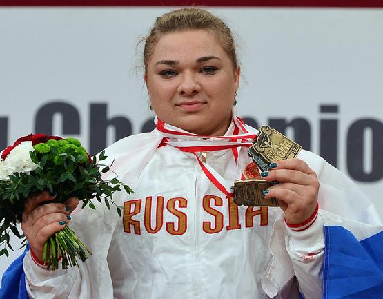 Татьяна КАШИРИНА, выигравшая золото чемпионата мира в весовой категории свыше 75 кг. Фото AFP