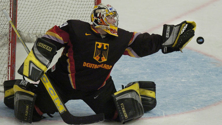 Роберт МЮЛЛЕР два года чередовал матчи в чемпионате Германии с сеансами химиотерапии. Фото AFP