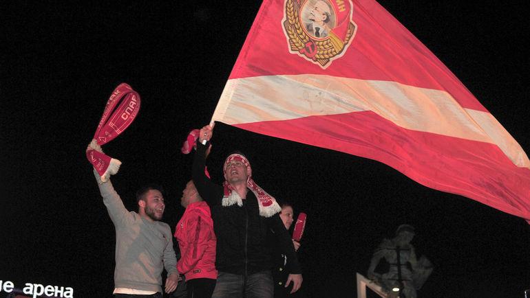 Красно-белая ночь. Как «Спартак» и народ гуляли вместе (Видео)