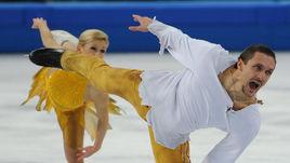 Февраль 2014 года. Сочи. Татьяна ВОЛОСОЖАР и Максим ТРАНЬКОВ выступают на олимпийском турнире.