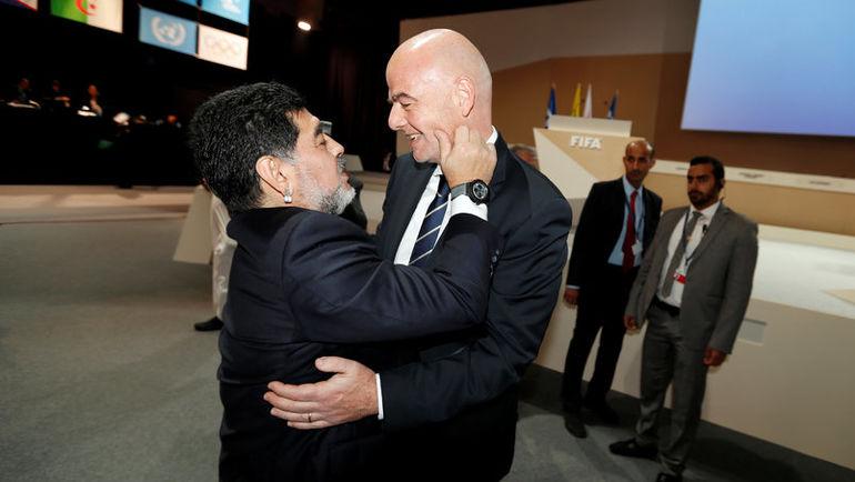Сегодня. Манама. Конгресс Международной федерации футбола. Диего МАРАДОНА и Джанни ИНФАНТИНО.