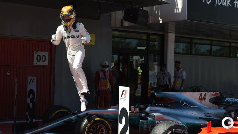 """Сегодня. Барселона. """"Гран-при Испании"""". Льюис ХЭМИЛТОН. Фото AFP"""