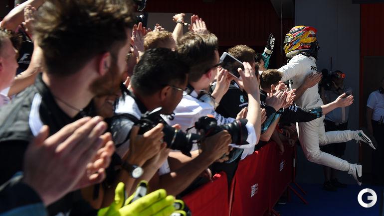 """Сегодня. Барселона. """"Гран-при Испании"""". Льюис ХЭМИЛТОН празднует победу. Фото AFP"""