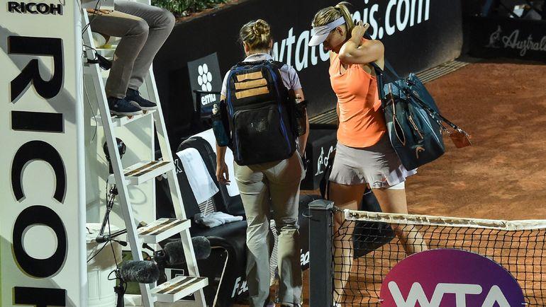 Вторник. Рим. Мария ШАРАПОВА покидает корт, снявшись в матче с Мирьяной Лучич-Барони. Фото AFP