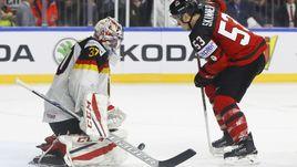 Вчера. Кельн. Канада - Германия - 2:1. Победный выпад Джеффа СКИННЕРА.