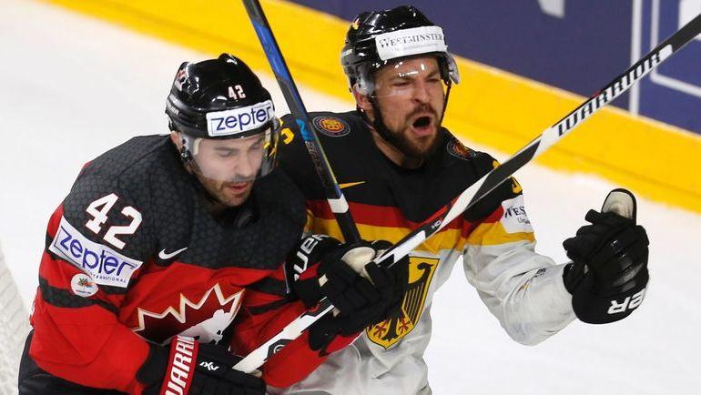 Вчера. Кельн. Канада - Германия - 2:1. В борьбе - Крис ЛИ (№42). Фото AFP