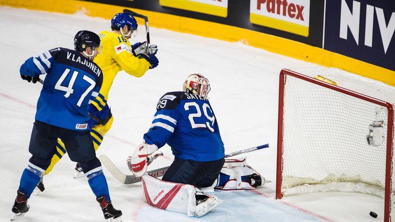 Суббота. Кельн. Швеция - Финляндия - 4:1. Шайба в воротах Харри СЯТЕРИ. Фото AFP