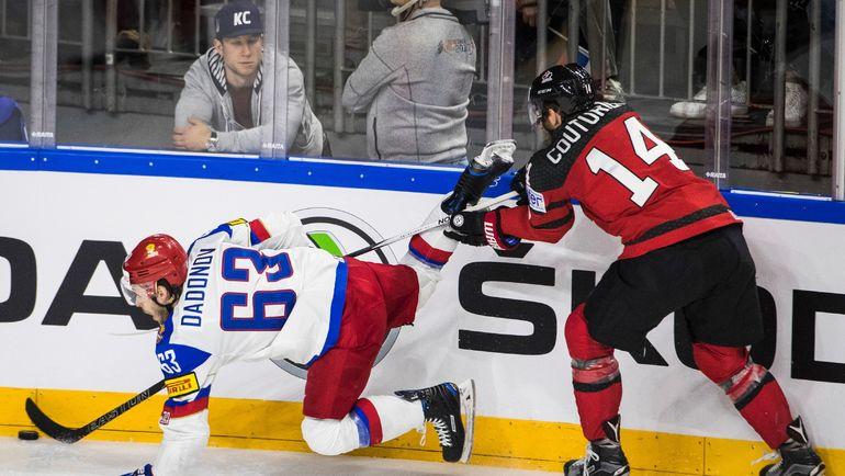 Шон КУТЮРЬЕ (№14) против Евгения ДАДОНОВА. Фото AFP
