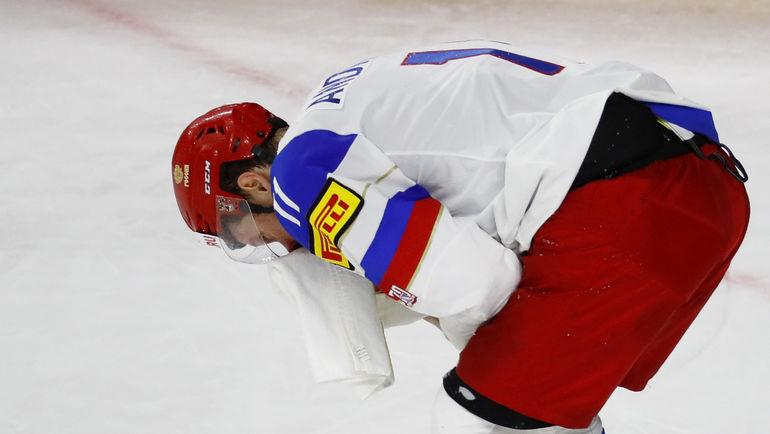 Сергей АНДРОНОВ не раз ложился под шайбу в матче с Канадой. Фото AFP