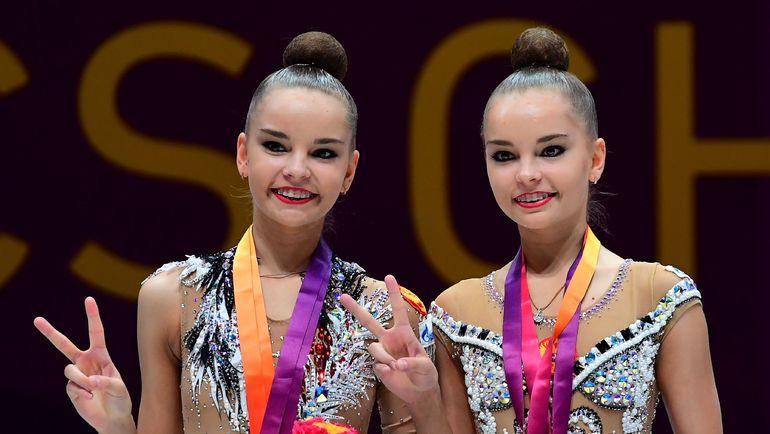 Воскресенье. Будапешт. Сестры Дина (слева) и Арина АВЕРИНЫ собрали все возможное личное золото. Фото AFP