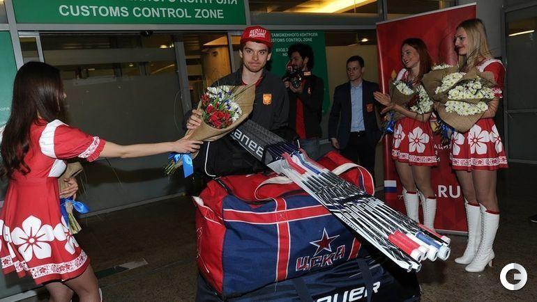 Сегодня. Шереметьево. Возвращение российских хоккеистов с чемпионата мира.