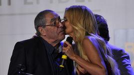 Награда и поцелуй от Виктории Лопыревой