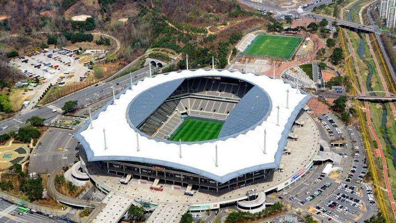 """""""Стадион Кубка мира"""" в Сеуле. Фото pinimg.com"""