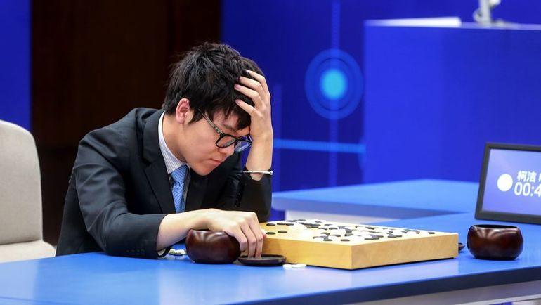 Май. КЭ ЦЗЭ в матче против AlphaGo. Фото AFP