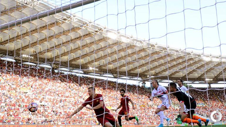"""Сегодня. Рим. """"Рома"""" – """"Джено"""" – 3:2. Эдин ДЖЕКО забивает первый гол. Фото REUTERS"""