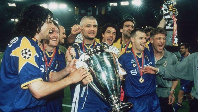 """22 мая 1996 года. Рим. """"Ювентус"""" - """"Аякс"""" - 1:1, пен. - 4:2. Каррера (справа) вместе с партнерами празднует завоевание Кубка чемпионов"""