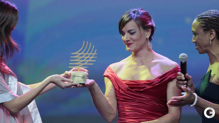 """16 ноября 2013 года. Монако. Елена ИСИНБАЕВА получает награду """"Достижения в жизни"""". Фото AFP"""