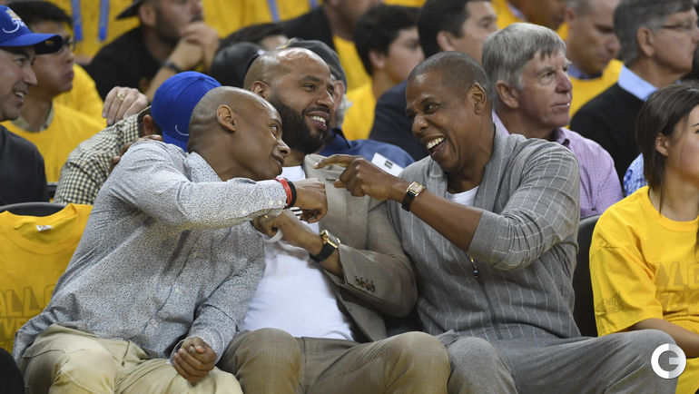 "Четверг. Окленд. ""Голден Стэйт"" – ""Кливленд"" – 113:91. Рэпер Jay Z (справа). Фото AFP"