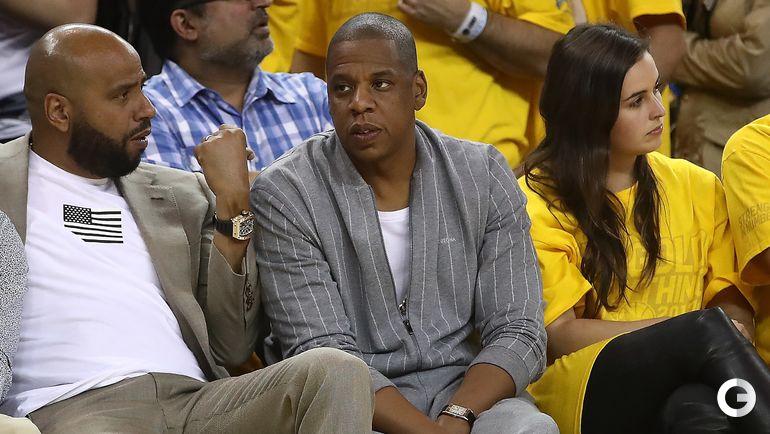 "Четверг. Окленд. ""Голден Стэйт"" – ""Кливленд"" – 113:91. Рэпер Jay Z (в центре). Фото AFP"