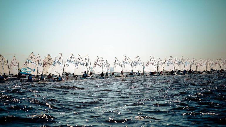 Более сотни участников из восьми регионов страны прибыли в Северную столицу для участия в соревнованиях.
