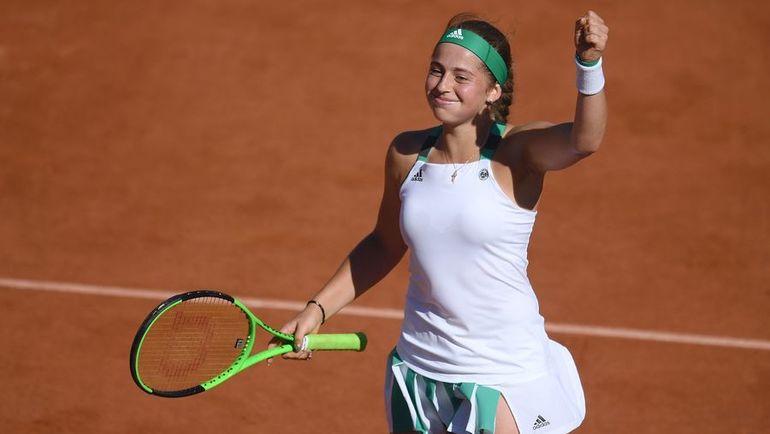 Четверг. Париж. Елена ОСТАПЕНКО празднует выход в финал Roland Garros. Фото AFP