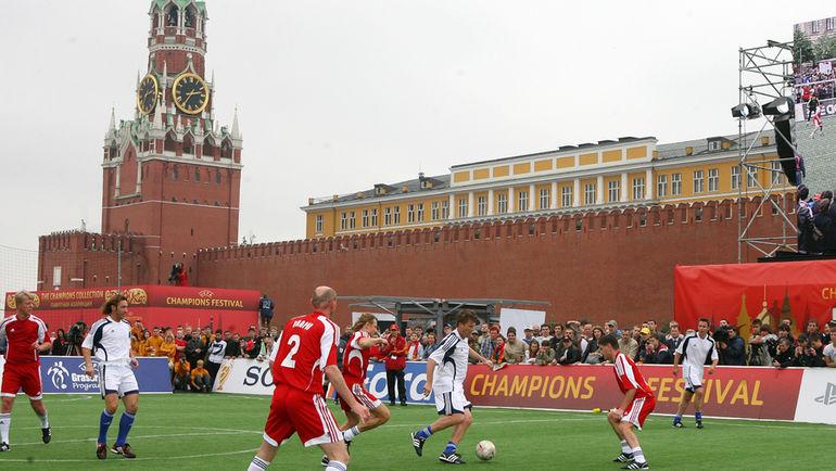 """На Красной площади проходили различные спортивные соревнования. На этот раз - на главной площади страны выступят боксеры. Фото Александр ФЕДОРОВ, """"СЭ"""""""