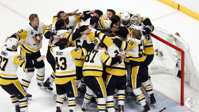 """Воскресенье. Нэшвилл. """"Нэшвилл"""" - """"Питтсбург"""" - 0:2. Игроки """"Питтсбурга"""" радуются победе. Фото REUTERS"""