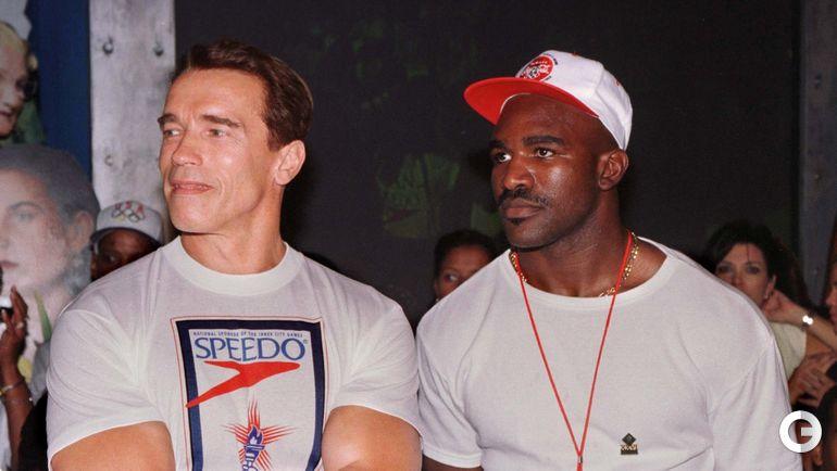 1996 год. Эвандер ХОЛИФИЛД (справа) и Арнольд ШВАРЦЕНЕГГЕР. Фото AFP