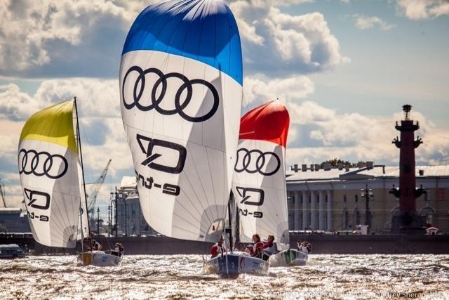 Жителей Санкт-Петербурга ждет серия вечерних регат.