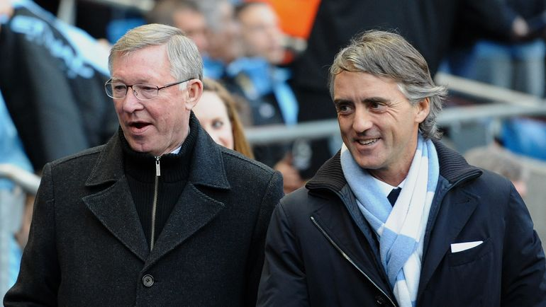 Роберто МАНЧИНИ (справа) и Алекс ФЕРГЮСОН. Фото AFP