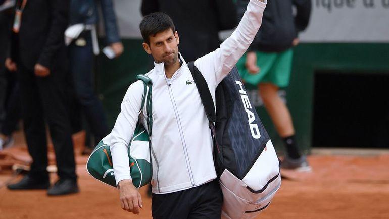 Новак ДЖОКОВИЧ покидает Roland Garros после поражения от Доминика ТИМА. Фото AFP