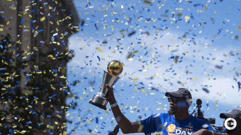 """Вчера. Окленд. """"Голден Стэйт"""" празднует чемпионство. Кевин ДЮРАНТ. Фото REUTERS"""