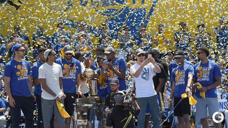 "Вчера. Окленд. ""Голден Стэйт"" празднует чемпионство. Фото AFP"