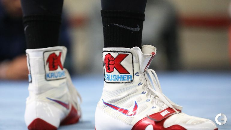 30 мая. Окснард. Обувь Сергея КОВАЛЕВА. Фото AFP