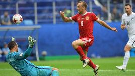Сегодня. Санкт-Петербург. Россия - Новая Зеландия - 2:0. 31-я минута. Результативный выпад Дениса ГЛУШАКОВА.