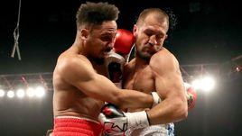 Суббота. Лас-Вегас. Сергей КОВАЛЕВ (справа) во время реванша против Андре УОРДА.