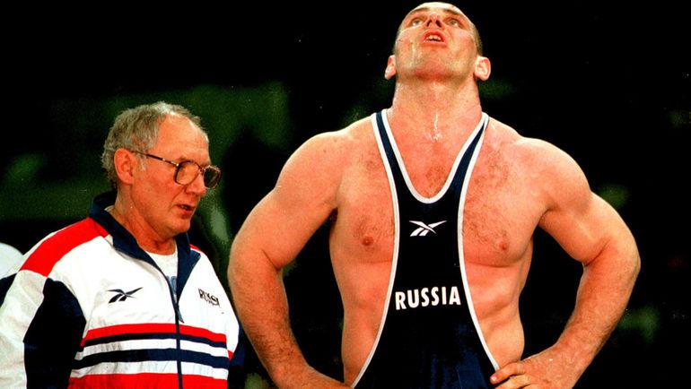 Виктор КУЗНЕЦОВ (слева) и Александр КАРЕЛИН. Фото Андрей ГОЛОВАНОВ и Сергей КИВРИН