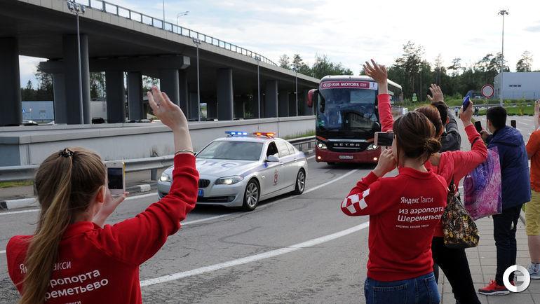 """Сегодня. Шереметьево. Автобус сборной Португалии. Фото Алексей ИВАНОВ, """"СЭ"""""""