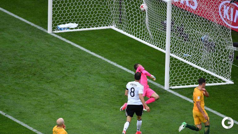 Сегодня. Сочи. Австралия - Германия - 2:3. Леон ГОРЕЦКА (№8) поражает ворота соперника. Фото AFP