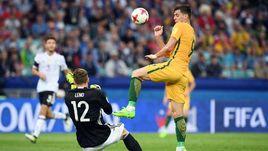 Сегодня. Сочи. Австралия - Германия - 2:3. Вратарь немцев Бернд ЛЕНО и автор одного из голов австралийцев Томи ЮРИЧ.