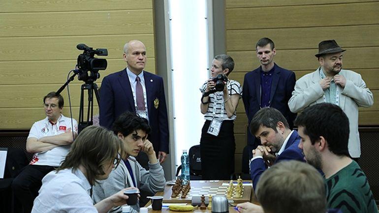 Андрей ФИЛАТОВ наблюдает за турниром. Фото РШФ