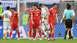 Сегодня. Казань. Мексика - Россия - 2:1. Эктор Морено только что забил, но его гол будет отменен из-за офсайда.