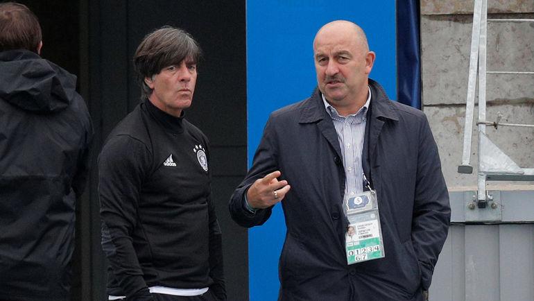 Йоахим ЛЕВ (слева) и Станислав ЧЕРЧЕСОВ. Фото REUTERS