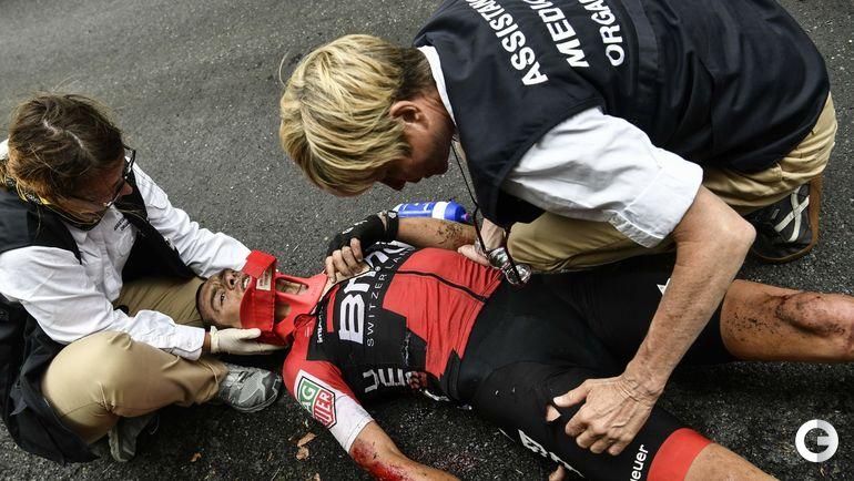 """Воскресенье. Девятый этап """"Тур де Франс""""-2017. Австралиец Ричи ПОРТ после падения."""