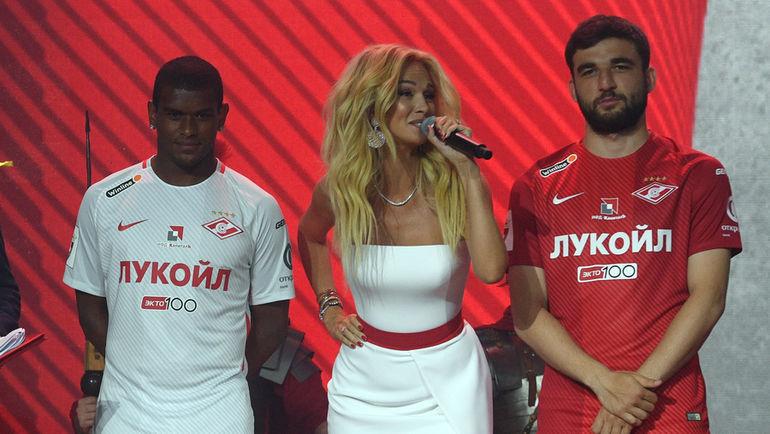 Новая форма красно-белых: много рекламы, мало «Спартака»