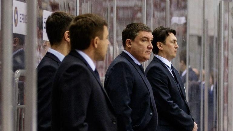 Анвар ГАТИЯТУЛИН (второй справа) и его помощники. Фото hctraktor.org