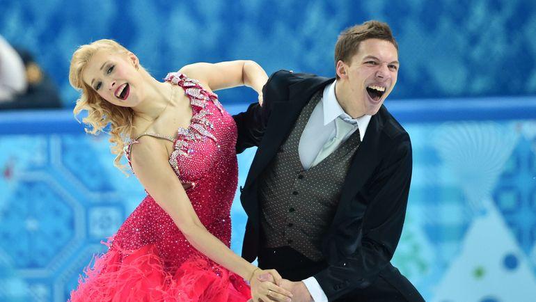 Екатерина БОБРОВА (слева) и Дмитрий СОЛОВЬЕВ на Олимпиаде в Сочи. Фото AFP