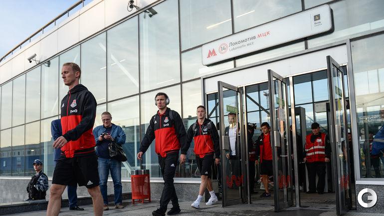 "Пятница. Москва. Футболисты ""Локомотива"" прибыли на стадион на МЦК."