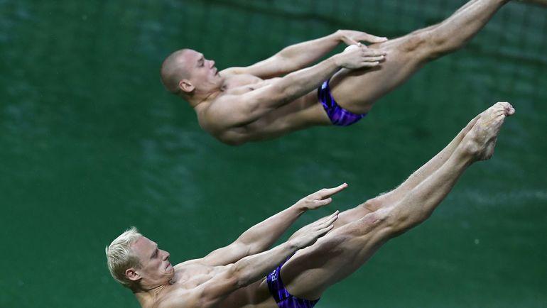 Жители России Кузнецов иЗахаров выиграли золотоЧМ всинхронных прыжках вводу